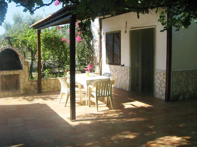 Independent apartment in villa - Peschici - House
