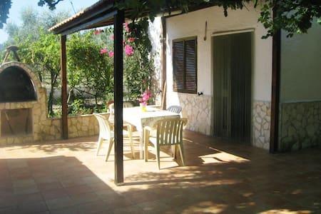 Independent apartment in villa - Peschici
