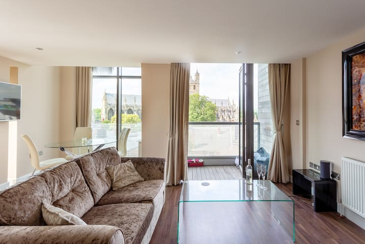 Luxurious central apartment with cathedral views!