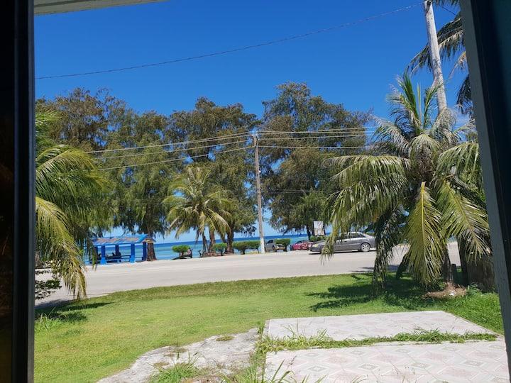 Angela's beachfront house room B 安安的海边小屋卧室B
