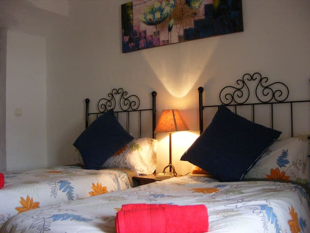 B&B Traditional Spanish Farmhouse - Cullar  (Granada) - Pousada