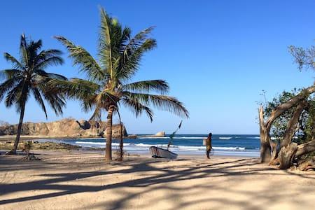 Beachside Casa Flores - Location, Location! - Nosara