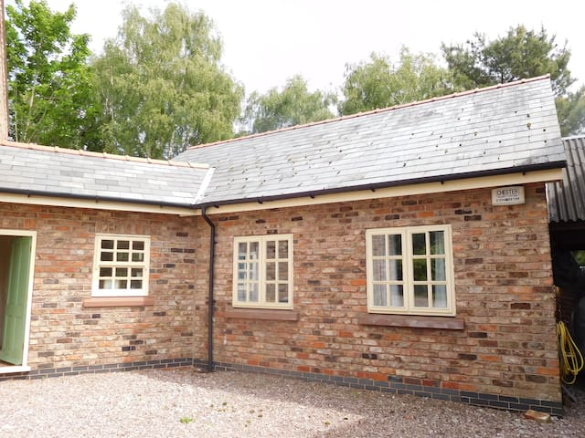 Cheshire Country Cottage - Malpas - House