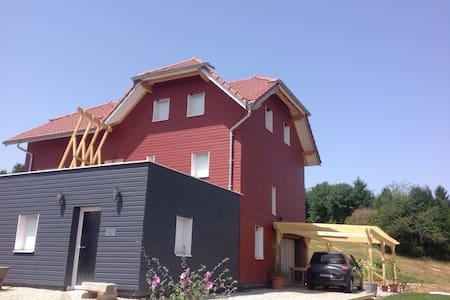 Chambre dans maison écologique - Grandfontaine  - Hus