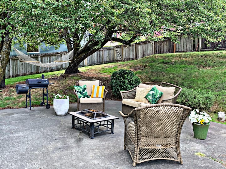 Downtown Tacoma Victorian & Backyard Oasis