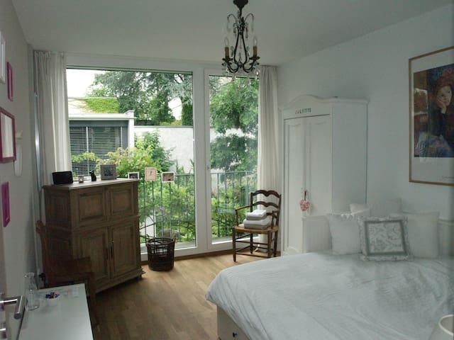 Charming bedroom + modern bathroom  - Basel - House