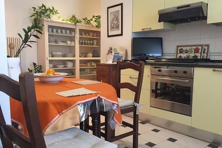 Convenient flat near railway statio - La Spezia