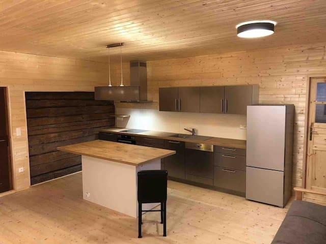 Exklusive zweistöckige Wohnung im Chaletstil
