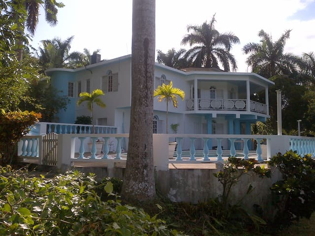 MoBay City Villa!  Less than 5 mins fr Spot Light