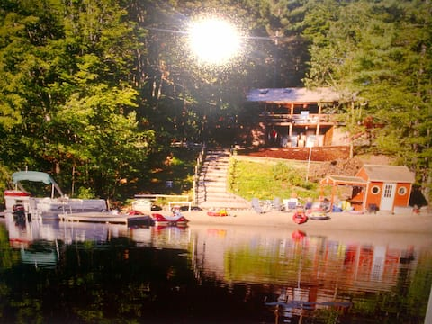 Lakefront Log Cabin, Private Sandy Beach, Hot Tub