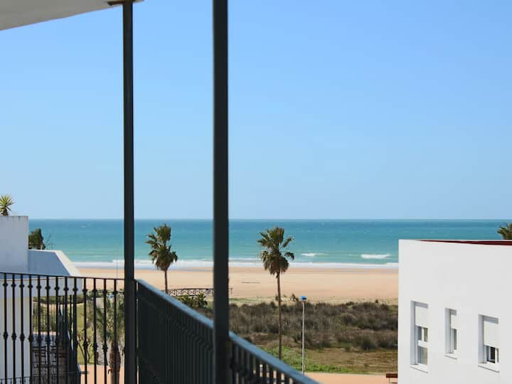 Apatment by the beach front in Conil