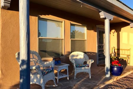 Room with a View: Quiet, Bright, Easy Plaza Access - Santa Fe