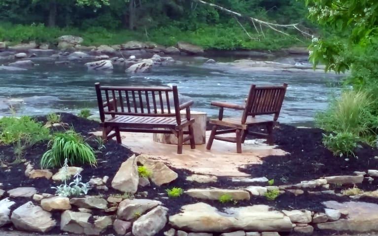 Mountain River Retreat in West Virginia