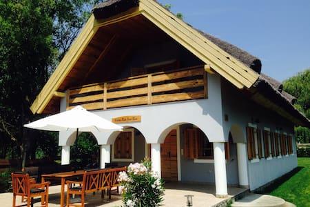Balaton Rustic Guesthouse - Badacsonytördemic