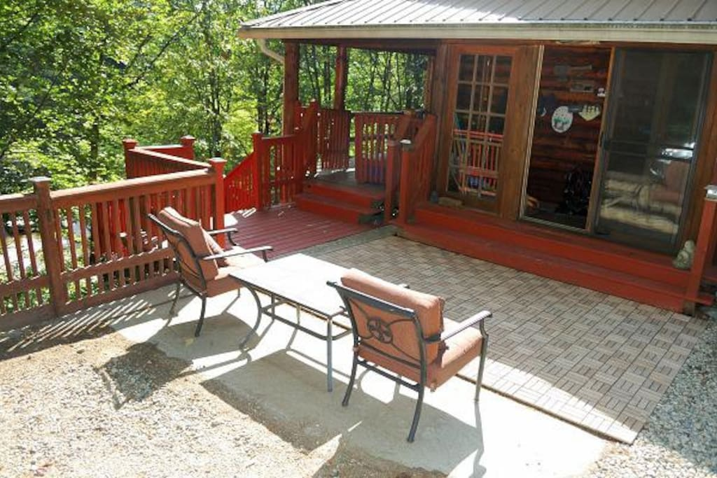 Front entry to cabin with outdoor seating