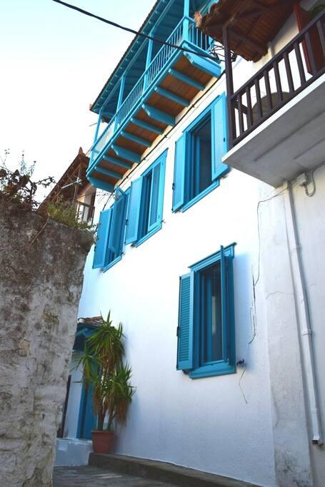 The House from the alley / La Casa dalla stradina