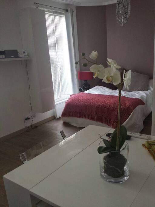 Magnifique 37 m2 oberkampf apartments for rent in paris for Piscine oberkampf