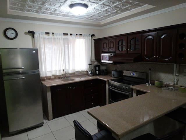 HERMOSO APARTAMENTO CON PISCINA - Santa Bárbara - Apartment