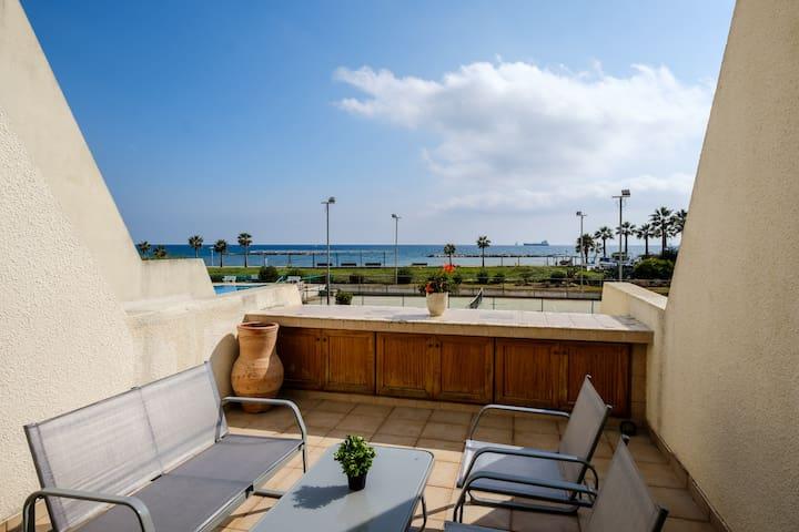 Beachfront | Sea view apartment in Oroklini Area