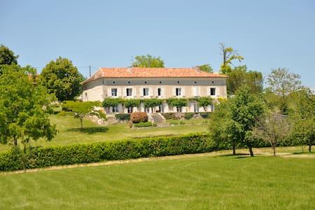 Chambre Géraud à Puyrousse - Ribérac - Bed & Breakfast