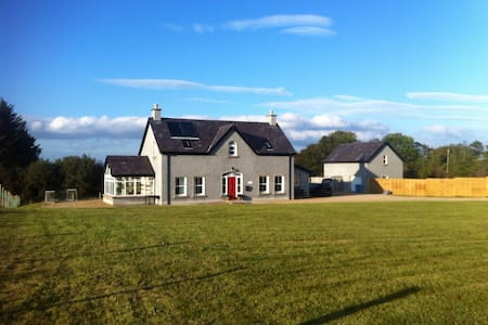 1.Country house 8 mls from Atlantic - Enniskillen