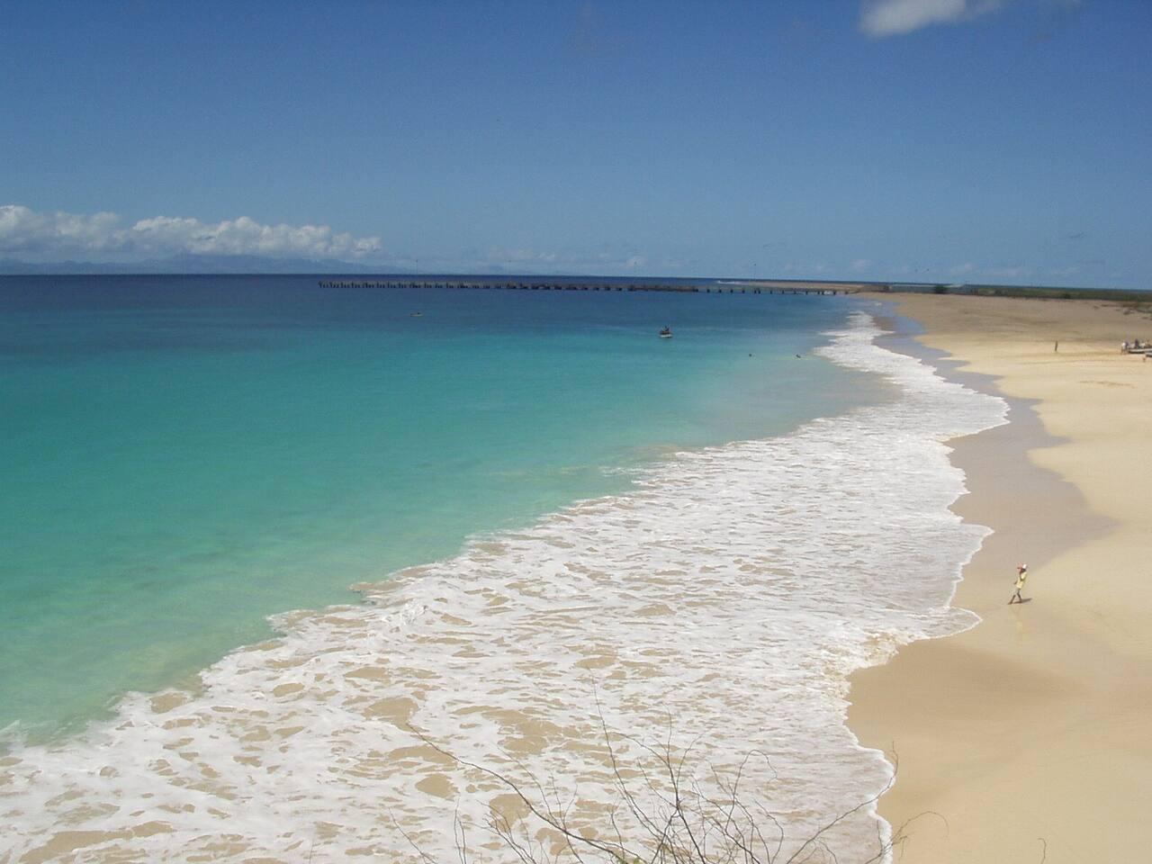 plage dite (bixi rotcha) à 200m de la location