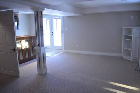 Full basement in Durham near Go - Whitby