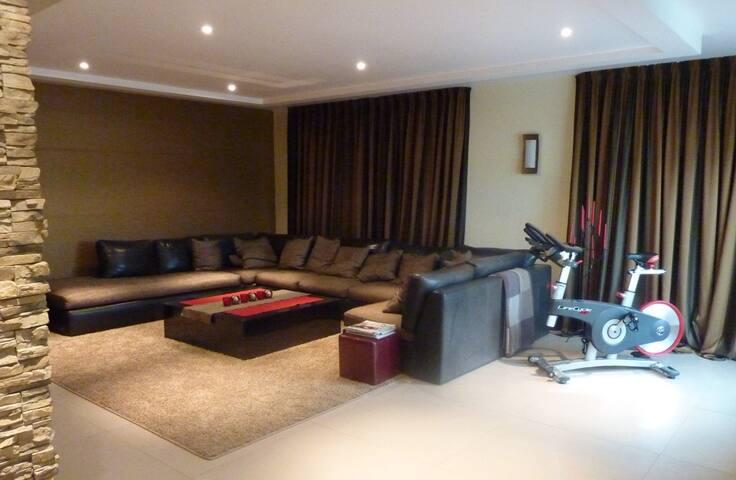 Zimmer in einer Penthouswohnung - Hanau - Apartament