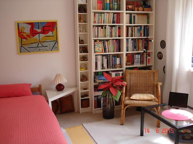 Schönes Zimmer nahe Ruhr-Uni - Bochum - Huis