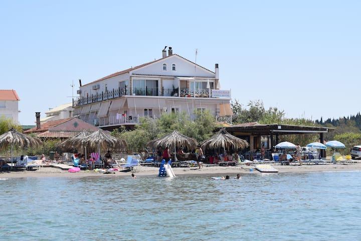 PETRAKIS BEACH FAMILY HOTEL