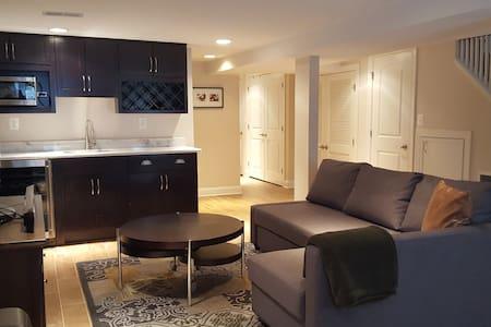 Beautiful, comfy room, two blocks from Metro! - Washington