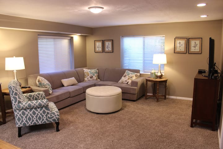 Cozy, Spacious Mother-in-law bsmt. - Murray - Apartamento