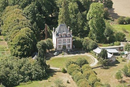 Château de l'Aumône - calme et nature en Normandie - Bois normand prés Lyre - Haus