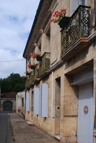 Maison bourgeoise du XVIII eme - Sainte-Foy-la-Grande - Haus
