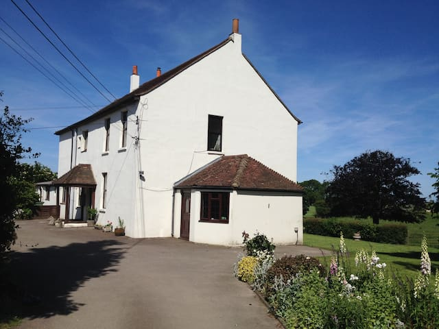 Traditional Farmhouse Accommodation - Maidstone - Huis
