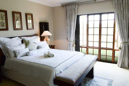 Kwa-Muzi : Ground floor suites - Midrand