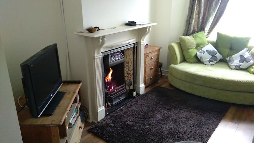 Central House - Two Bedrooms & Two Fires! - Harrogate - Dům