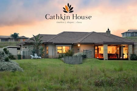 Cathkin House - Total Lux- Full AC, Pool & Jacuzzi