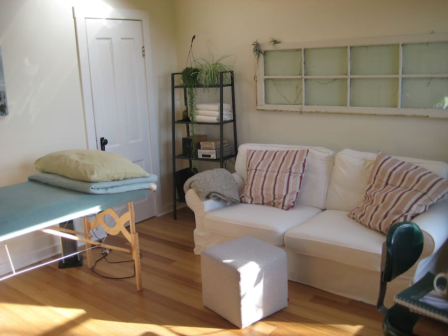 Bonus room: office, massage table, pull-out couch, bamboo floors
