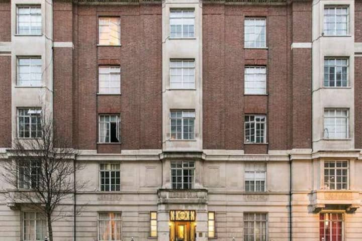 Large modern studio apartment in Central London