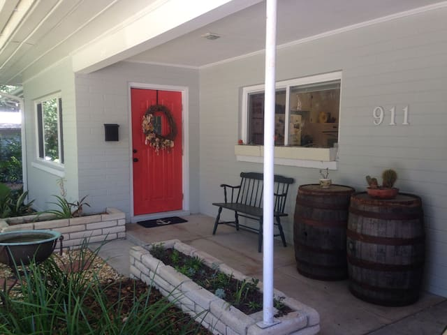 Beautiful 3/2 Home- walk to UF - Gainesville - Hus