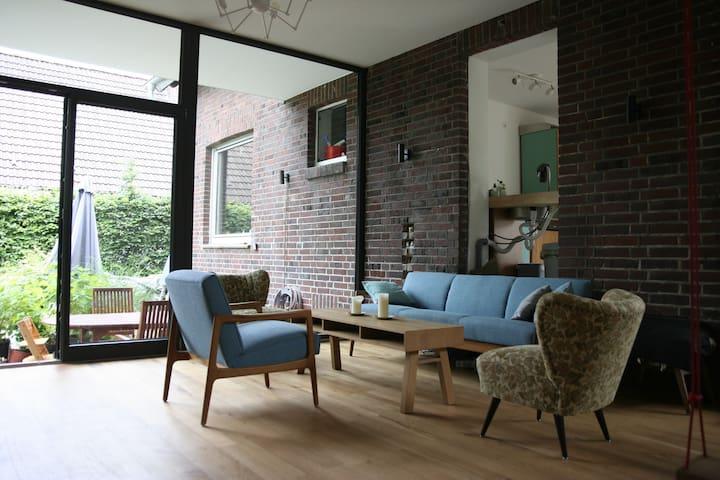 Schöne, ökologisch gebaute Wohnung mit Garten