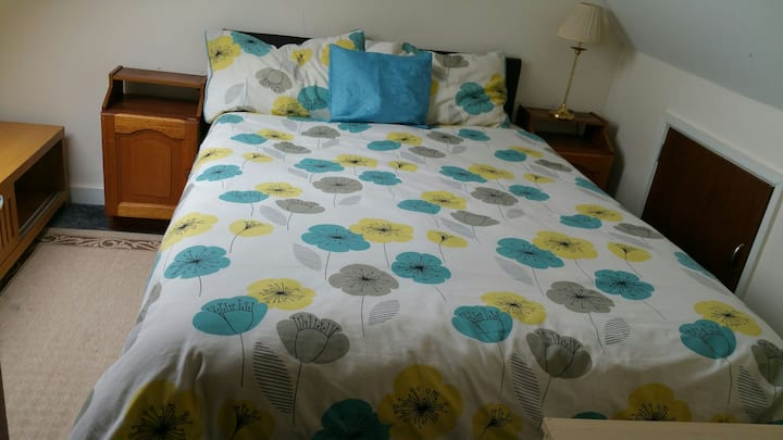71 Shadawmoss Road, double bed (loft)