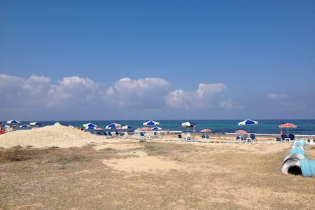 5 mins walk to the sea and center - Pafos