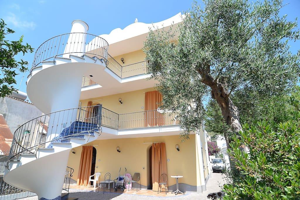 Casa vacanza loreta apartments for rent in lacco ameno for Casa vacanza ischia