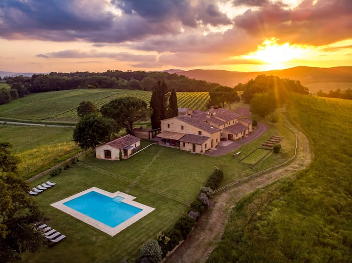 Podere Maiano - Pool Villa with 9 Bdrs and Spa