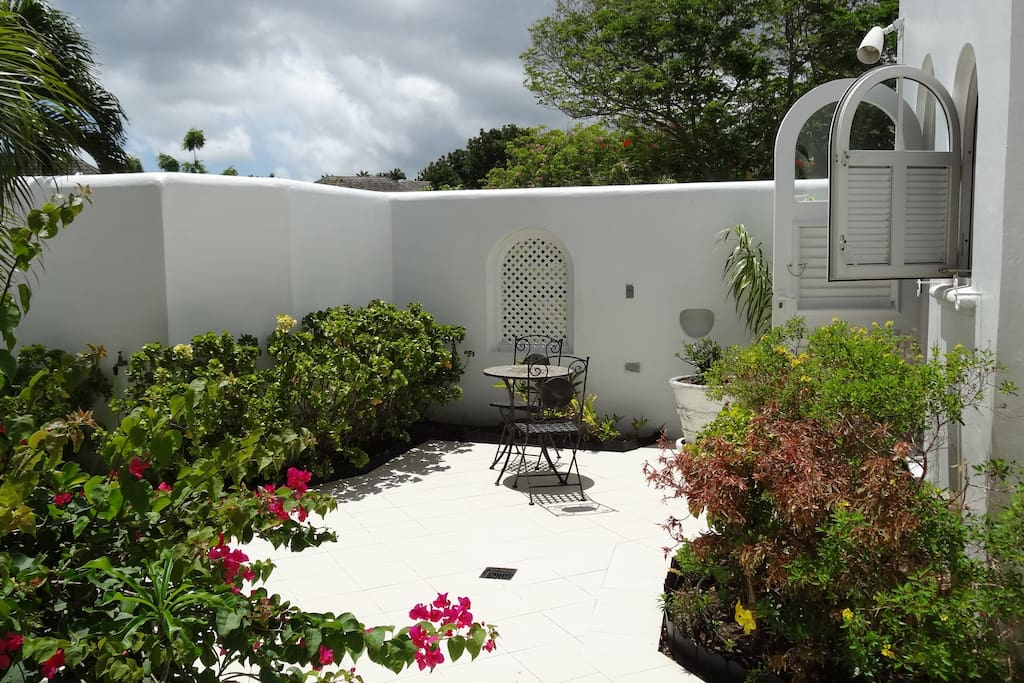 Beautiful courtyard to read a book or evening drinks