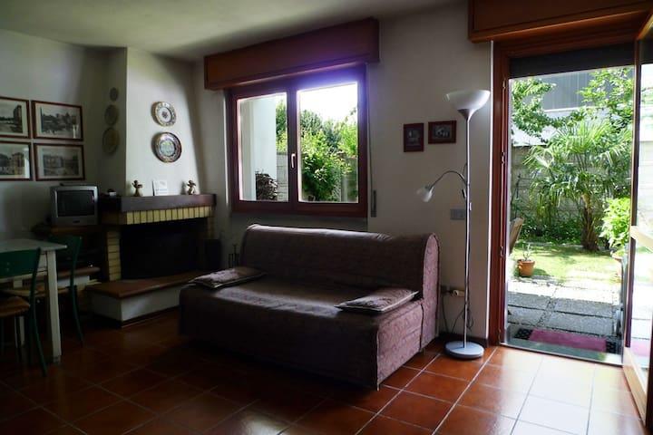 Rooming Garden con divano letto bagno indipendente