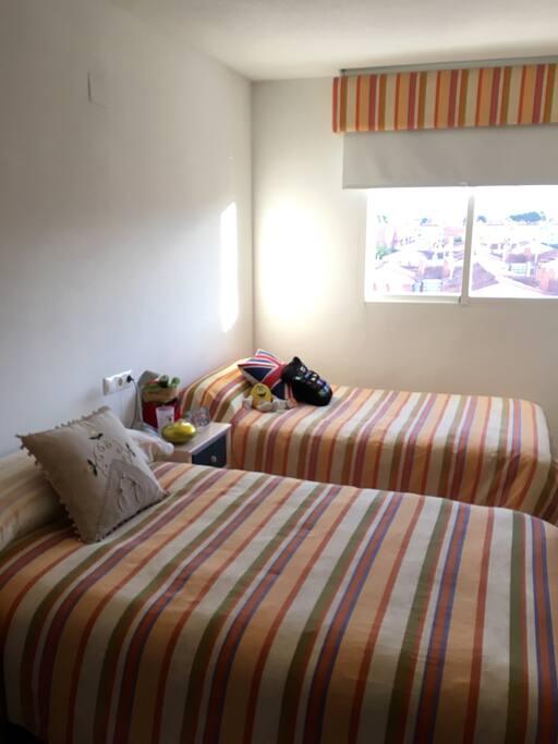 Habitación doble invitados / Guest Twin Room