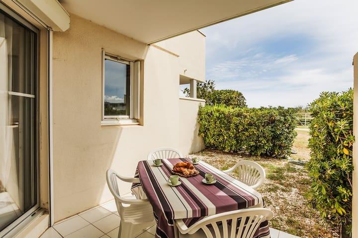 Beach front ground floor apartment & garden !